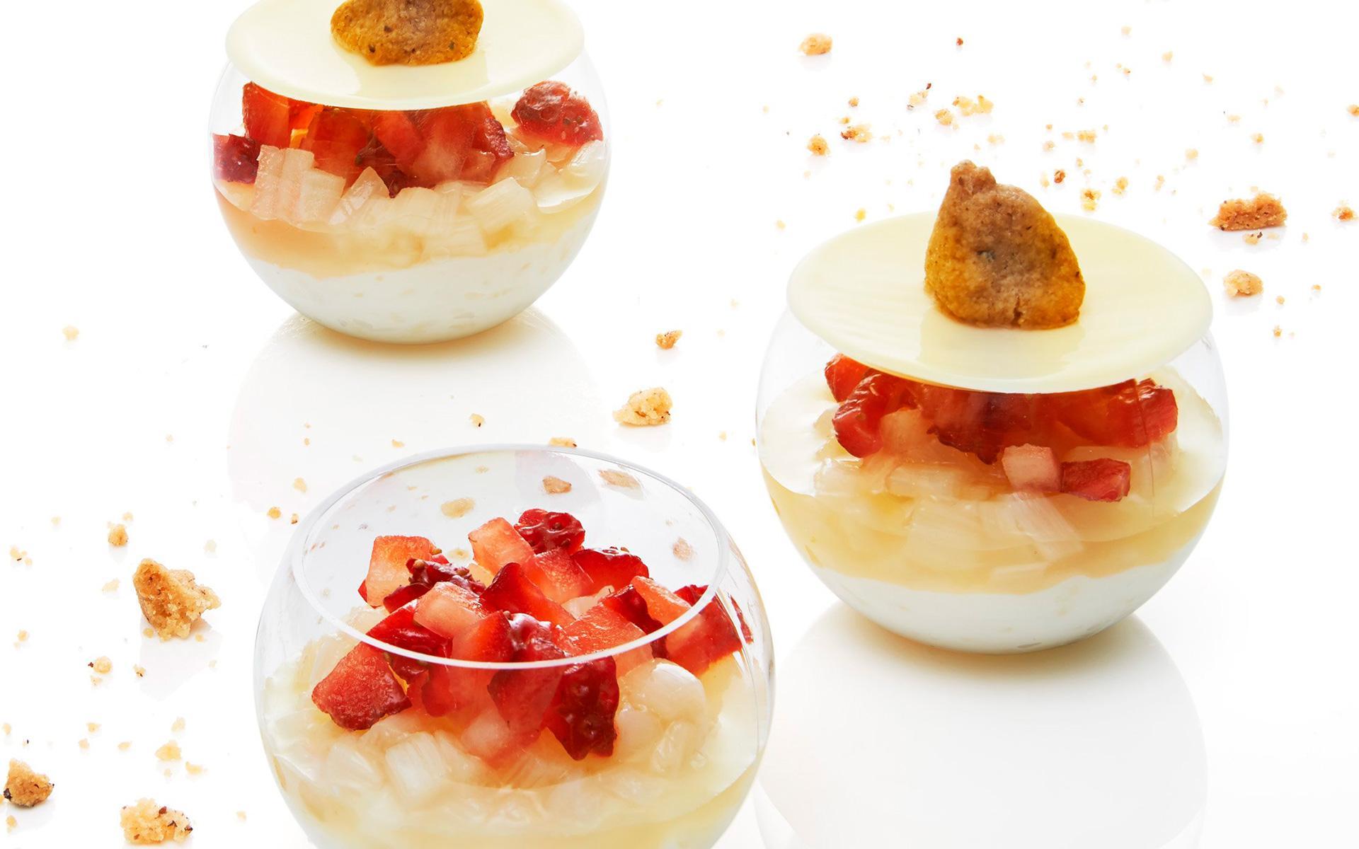 Que Faire Des Fleurs De Rhubarbe crème légère de riz, fine gelée de rhubarbe et fraise à la fleur d'oranger