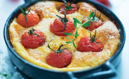 Petits clafoutis légers aux tomates cerises rôties et crème parmesan