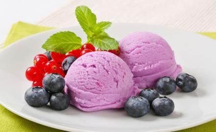 Crème glacée aux myrtilles