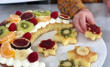 Gâteau lune à la crème chantilly et fruits de saison