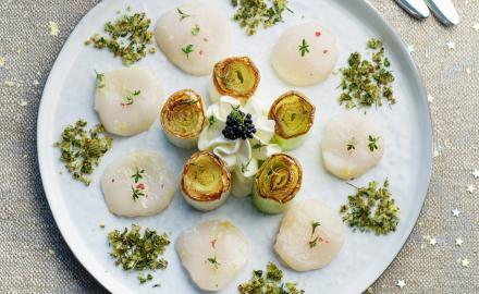 Poireaux rôtis au beurre et carpaccio de St Jacques