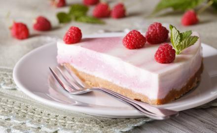 Cheesecake aux framboises et pistaches sans cuisson