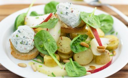 Crème chantilly au bleu et salade de pousses d'épinards