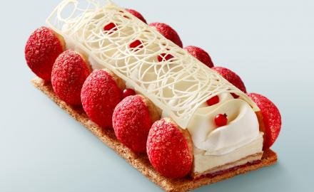 Bûche Saint-Honoré fraise, fraise des bois