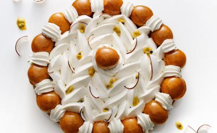 Saint Honoré aux fruits exotiques et crème noix de coco