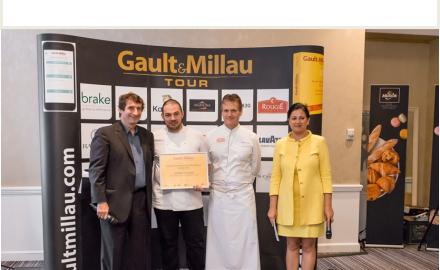 Sébastien Faré décerne le prix Technique d'Excellence lors du G&M tour