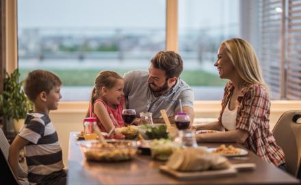 Le repas à table, un moment familial